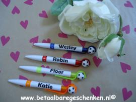 """Traktatie pen """"Voetbal"""" met naam"""