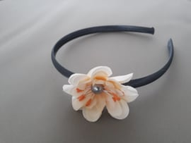 Satijnen haarband met bloem (grijs)