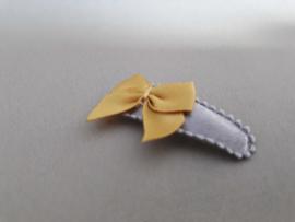Baby haarknipje 'grijs met strikje'