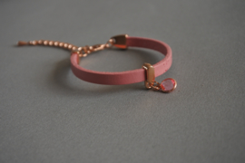 Leren armbandje met hanger 'roze'