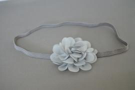 Smal haarbandje met chiffon bloemetje 'grijs'