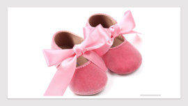 Baby schoentjes  (donker roze fluweel)