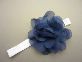 Baby/ peuter haarbandje baby/ peuter wit met grote donkerblauwe bloem