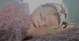 Set newborn wrap + bijpassend haarbandje 'oud roze'