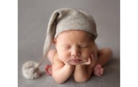 Newborn baby mutsje 'grijs'