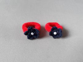 Baby elastiekje met bloemetje (rood/blauw)