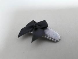 Baby haarknipjes 'grijs met zwart strikje '