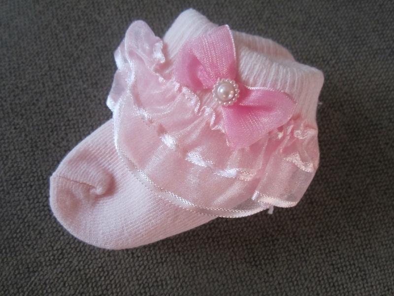 Roze baby sokje met kant/strikje 0-6mnd (roze of wit)