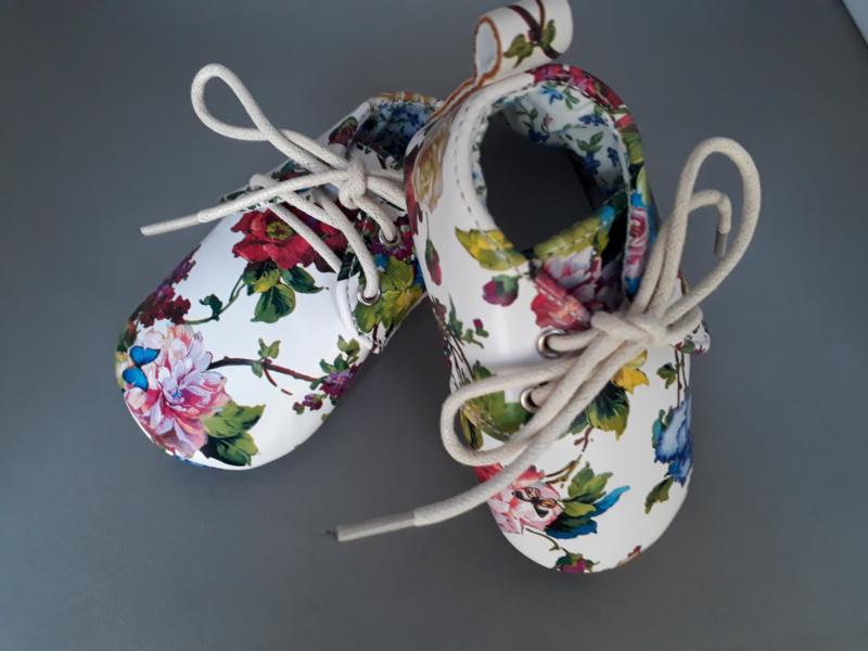 Baby peuter schoentjes bloemenprint