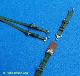 RBP32008G 1/32 US seatbelts green