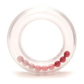 Rammelaar ring met balletjes 80 mm roze