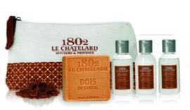 Le Chatelard Collection Homme -Reisset met sandalhout verzorgingsproducten voor de man