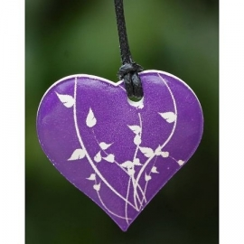 Ketting geparfumeerd in (cadeau) doosje hartje paars/wit