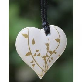Ketting geparfumeerd in (cadeau) doosje hartje wit/goud