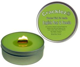 Cracklez® Knetter Houten Lont Geur Kaars in blik English Pear & Freesia. Designer Parfum Geinspireerd. Licht-groen.
