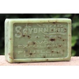 La Savonnerie de Nyons - Scrubzeep met theeblaadjes 100 gram.