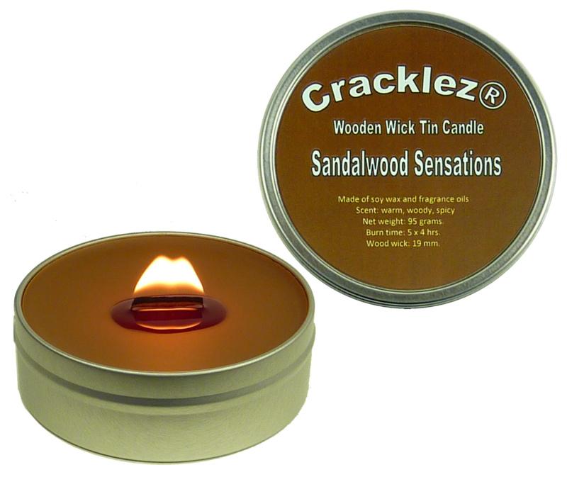 Cracklez® Knetter Houten Lont Geurkaars in blik Sandalwood Sensations. Kruidige Sandelhout. Donker-bruin.