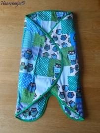 Wrapper, blauw/groen patchwork met uiltjes.