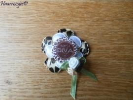 Haarlokspeldje, panter print bloem, witte bloem `Kerst Diva` en een drie roosjes.