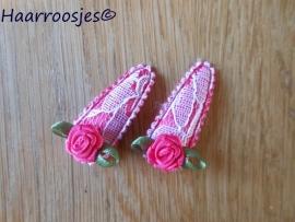 Haarspeldjes, baby, fuchsia roze kant met fuchsia roze roosje.