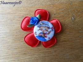 Haarlokspeldje, rode bloem, meisje en kobalt blauw roosje.