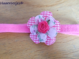 Babyhaarbandje, smal, fuchsia roze, met geruite bloem, gebloemd bloemetje en een fuchsia roze roosje.