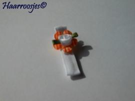 Alligatorspeldje, wit met oranje geruit bloemetje en een wit roosje.