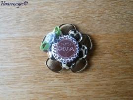 Haarlokspeldje, bruine bloem,  panter print bloem, `Kerst Diva` en een zilverkleurig roosje.