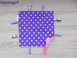 Labeldoekje, paars polkadot en roze badstof, met 8 labeltjes.