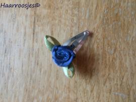 Haarspeldje, new born, met een donkerblauw roosje.