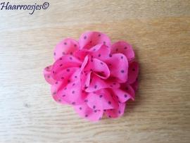 Haarbloem, fuchsia roze met grijze polkadots.