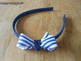 Haardiadeem, donkerblauw, met donkerblauw/wit gestreepte strik.