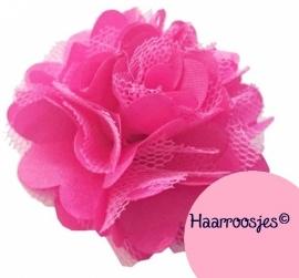 Haarbloem, fuchsia roze met satijn en tule.