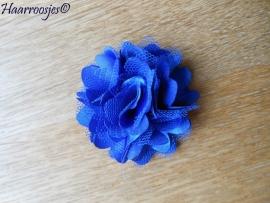 Haarbloem, kobalt blauw met satijn en tule.