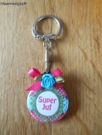 Bedankcadeautjes, sleutelhanger `Super Juf!` (fuchsia roze/blauw)