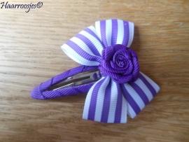 Haarspeldje meisje, met een paars gestreepte strik met paars roosje.