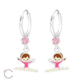 Zilveren oorbellen, met ballet/turnmeisje.
