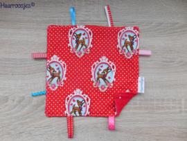 Labeldoekje, rood polkadot met hertjes en rood badstof en 8 labeltjes.