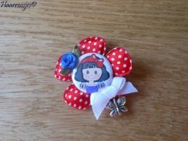Haarlokspeldje, rode polkadot bloem, Sneeuwwitje, blauw roosje en een wit strikje met bedeltje.