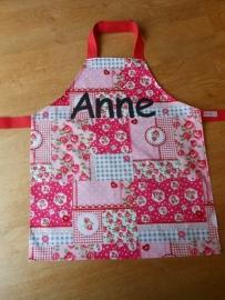 """Kinderschortje """"Anne"""", gemaakt op bestelling."""