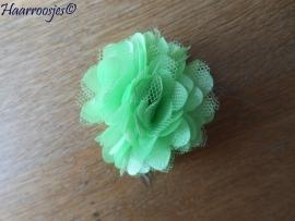 Haarbloem, groen met satijn en tule.