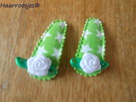 Haarspeldjes, baby, groen met witte sterren en een wit roosje.