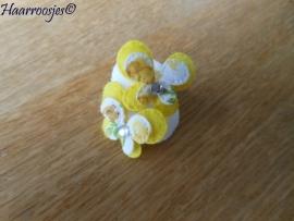 Zachte elastiekjes, klein, wit met gele vlinders.