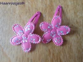 Haarspeldjes, peuter/kleuter, fuchsiaroze met fuchsia roze bloemetje met glitters.