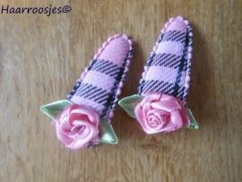 Haarspeldjes, peuter/kleuter, roze/zwart geruit met roze roosje.