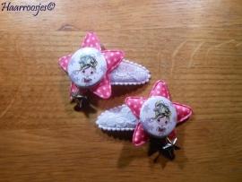 Haarspeldjes, peuter/kleuter, wit kant met fuchsia roze ster, een meisje en een bedeltje.