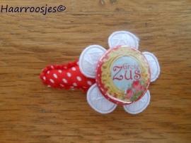 Haarspeldje, peuter/kleuter, rood polkadot, met een wit kanten bloemetje en 'Grote zus'..
