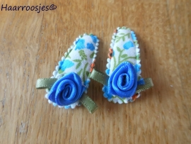 Haarspeldjes, baby, blauw en oranje gebloemd met blauw roosje.