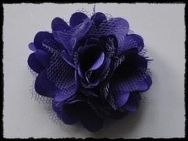 Haarbloem, paars met satijn en tule.