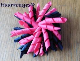 Krulliesss, fuchsia roze en zwart.